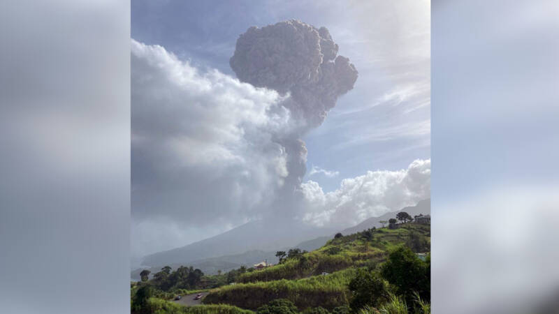Saint Vincent volcano erupted, miles of smoke column above the crater