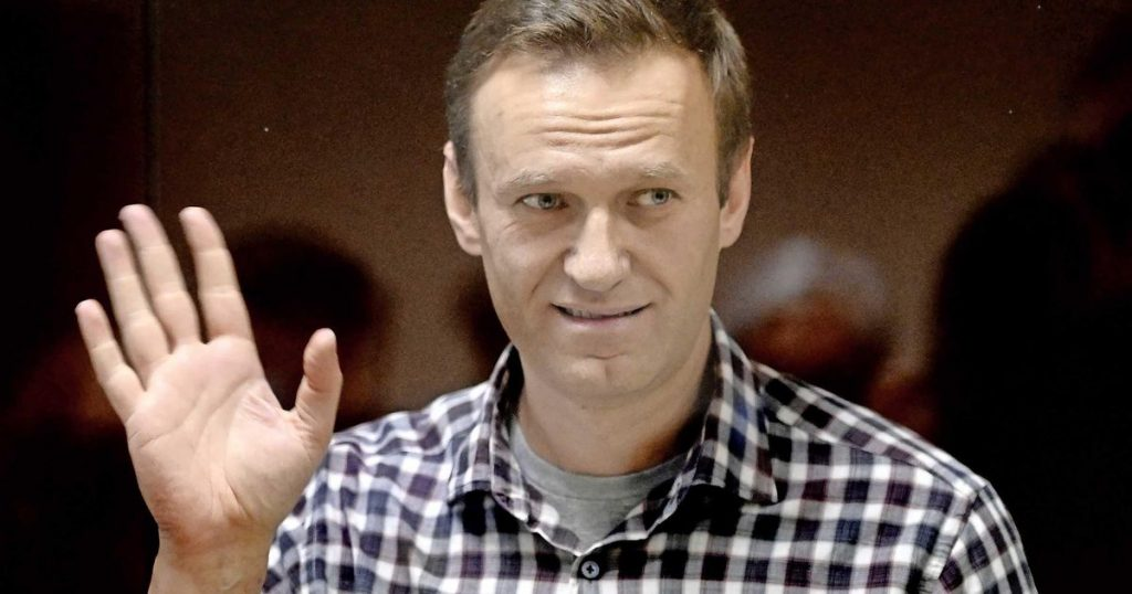 "US warns Russia of ""consequences"" if Navalny dies 