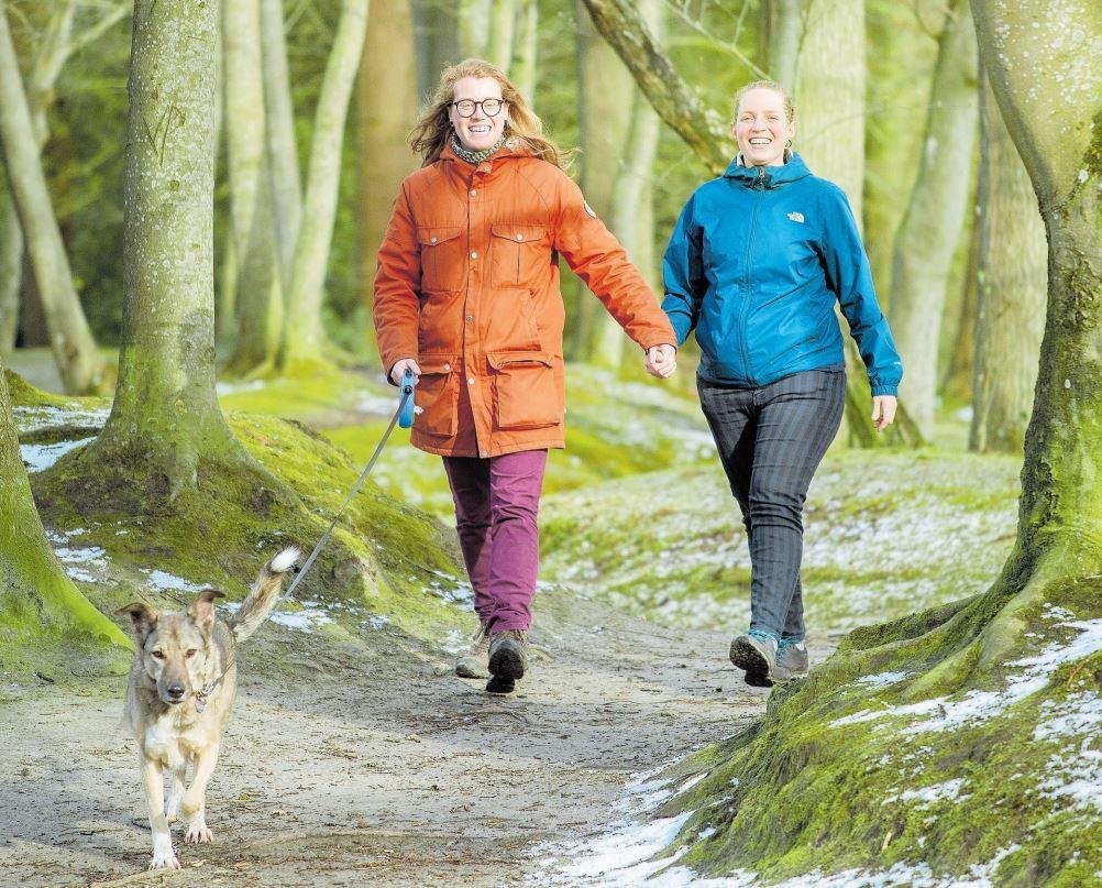 While walking, Joyce Westerink and José de Jaeger regain space in the head