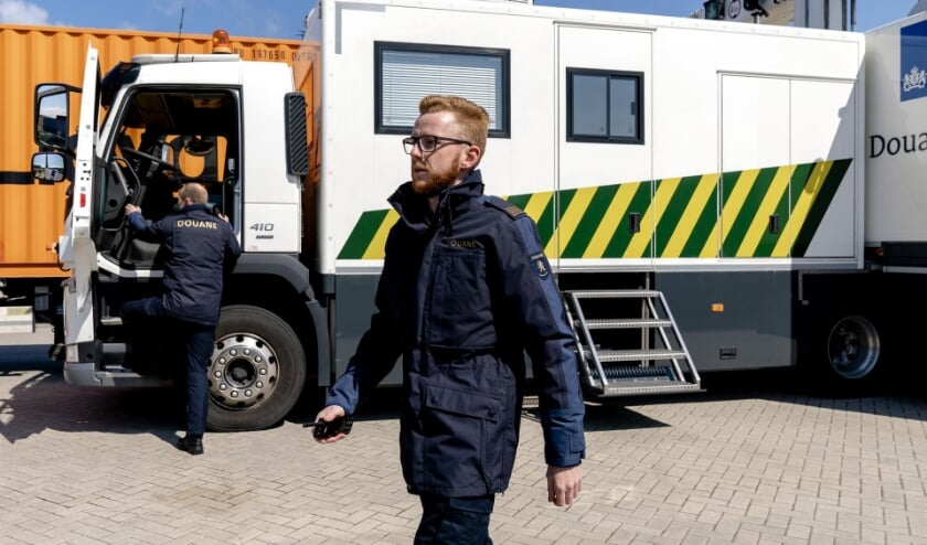 Zeeland customs officers work with new uniform