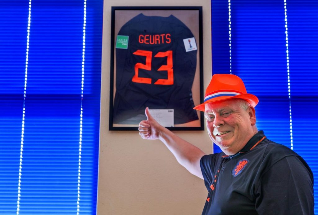 As a super fan, Bolsward's 'man in the hat' also receives a keepsake every now and then