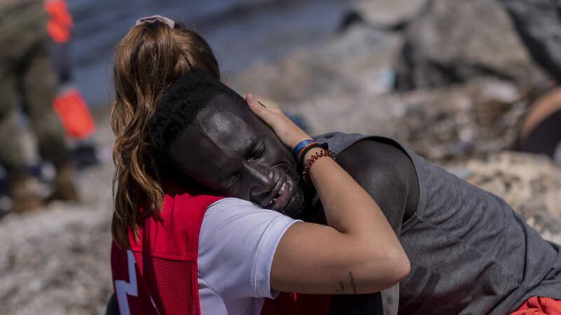 Ceuta beach rescue goes viral: 'it deserves more than a hug'