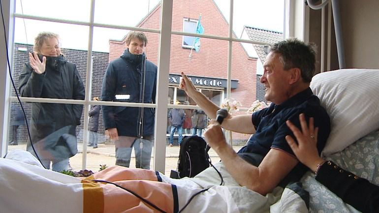 Friends greet seriously ill sports journalist Joop van der Laan