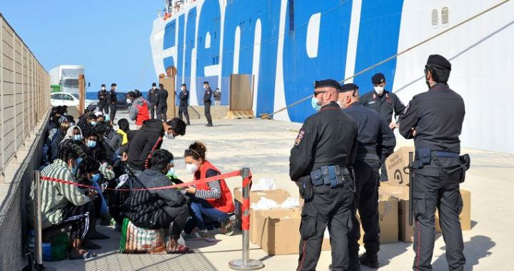 Lampedusa expects hot summer with flamboyant migration debate in Italy