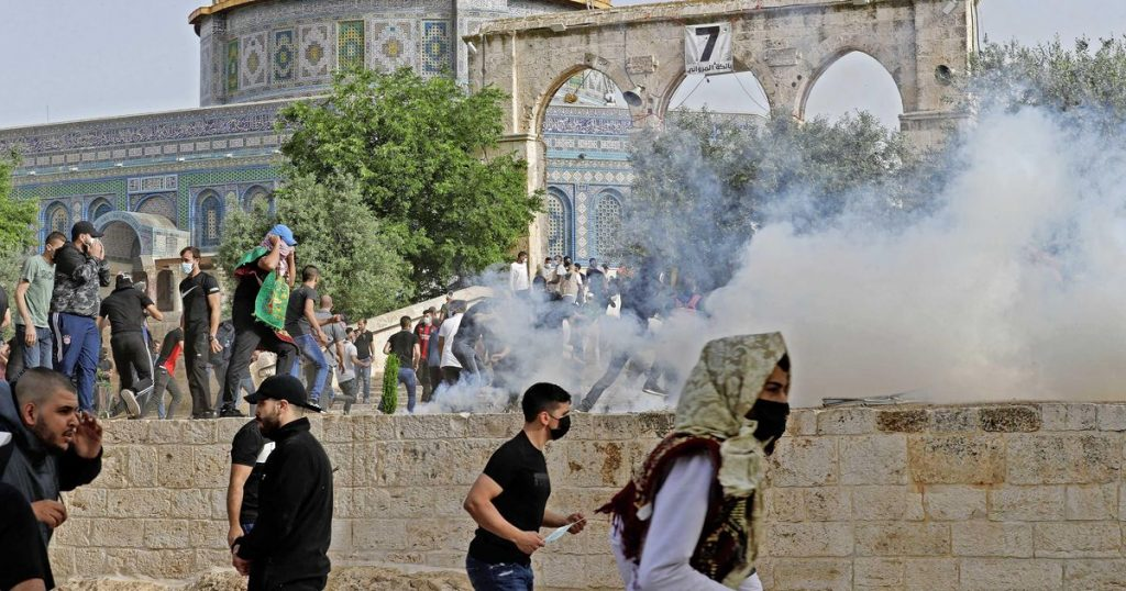 New riots at Jerusalem mosque, hundreds injured |  Abroad