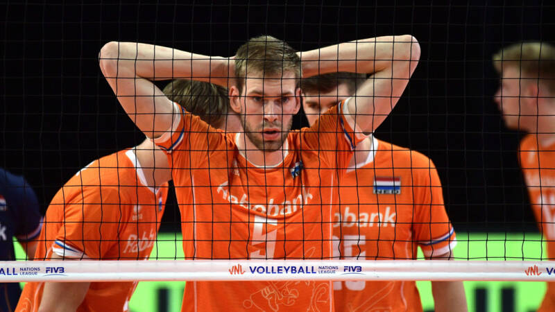Orange volleyball players hand over Nations League victory to Japan
