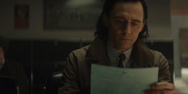 Tom Hiddleston Door Photo