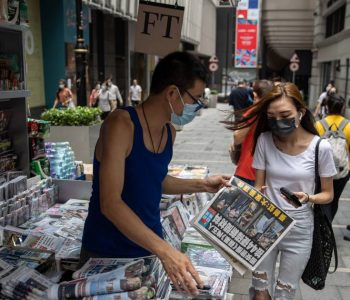 Hong Kong Pro-Democracy Newspaper Comes After Raid with Extra Large Circulation |  Abroad