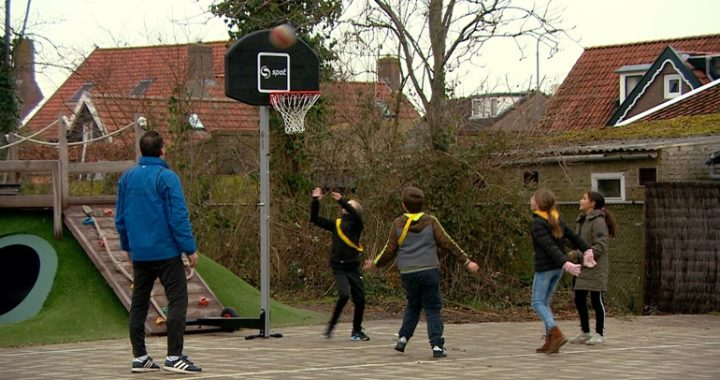 How neighborhood sports coach Wilbert gets the children of Grijpskerke moving again