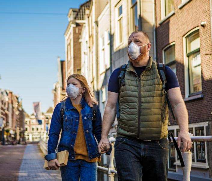 Amsterdams overheidsmasker vader en dochter