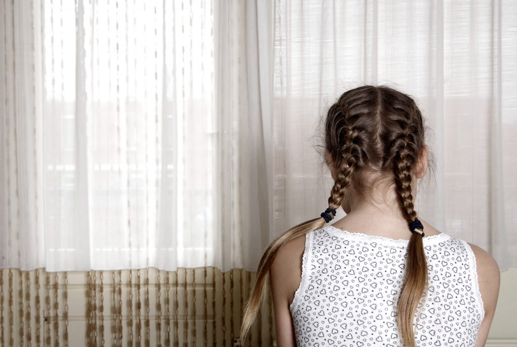 daughter (12) seriously abused by parents - Wel.nl