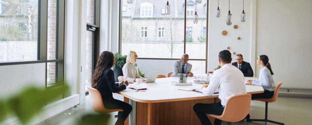 Bedrijven met vrouwen in de top presteren financieel beter, toch is diversiteit niet de norm. Hoezo?
