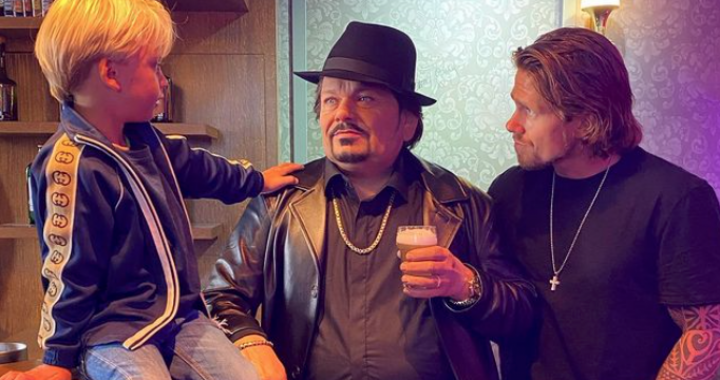 André Hazes Sr. regularly with too much beer in the schoolyard