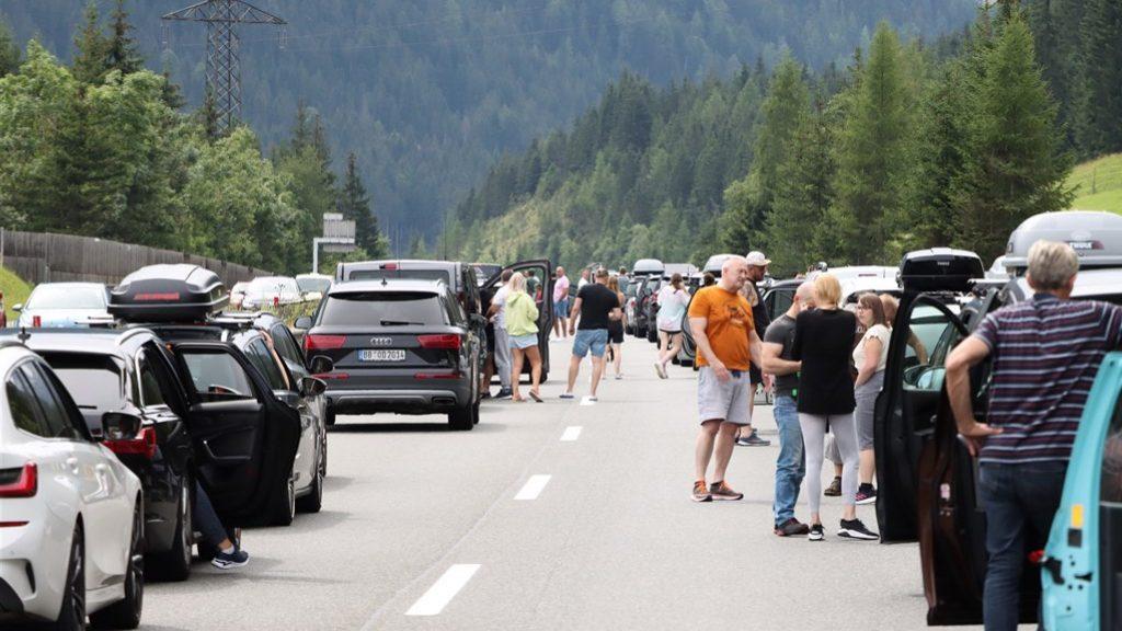 Biggest peak of Black Saturday ended, traffic jams slowly decreasing