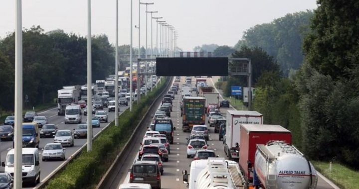 Holidaymakers already in huge traffic jams on French roads just before Black Saturday |  Abroad