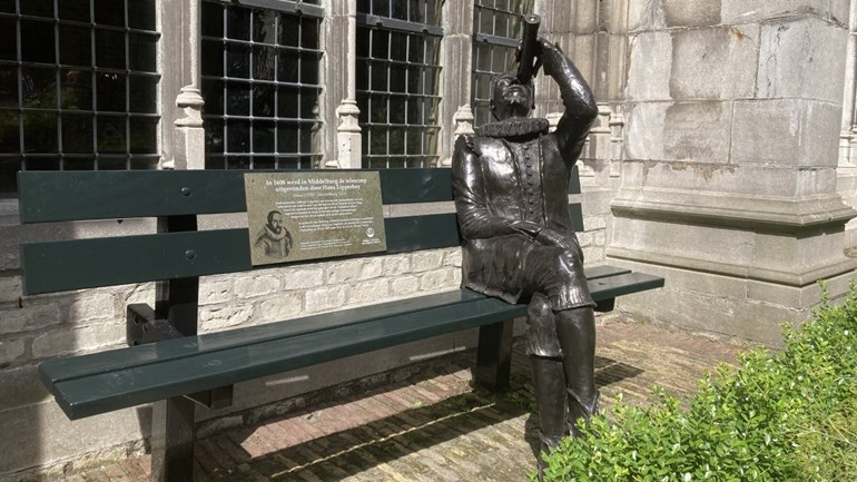 """Lipperhey is sitting with his telescope in the Abbey garden: """"Don't forget it a second time!"""