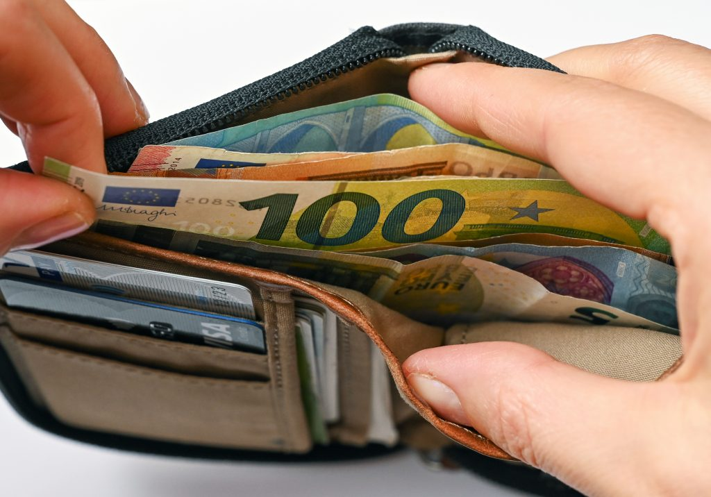 Lost your wallet?  You get it back more often if there is a lot of money in it - Wel.nl