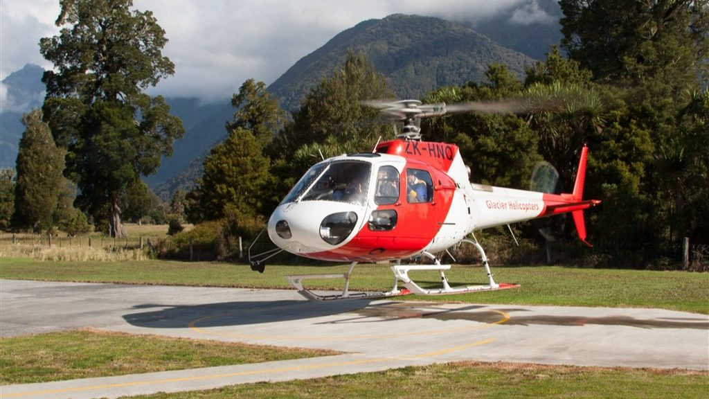 New Zealand fugitive rents helicopter and reports to police