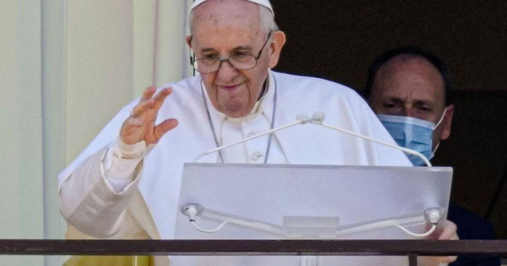 Pope appears in public for the first time since surgery |  Abroad