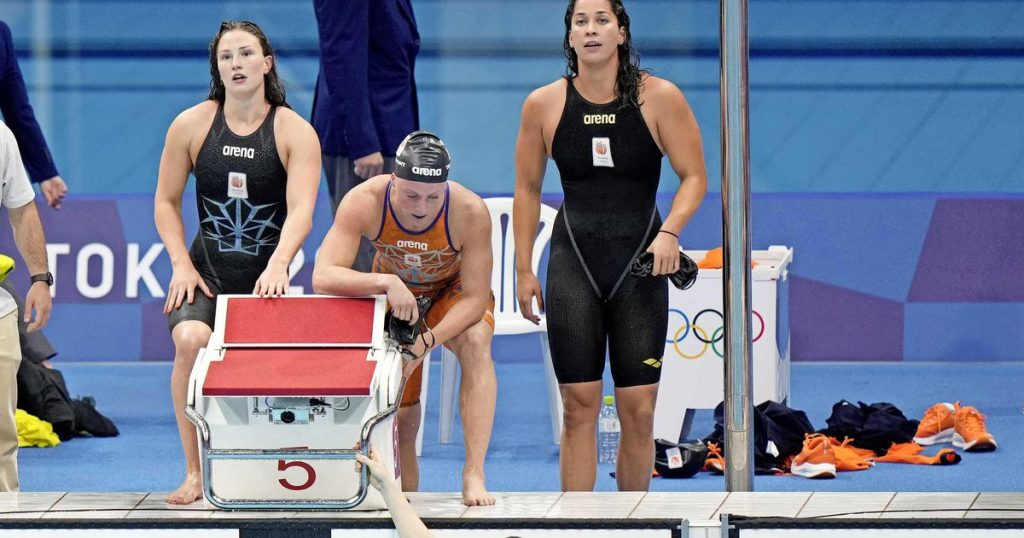 Swimmers miss medals in 4 x 100 meters    sport