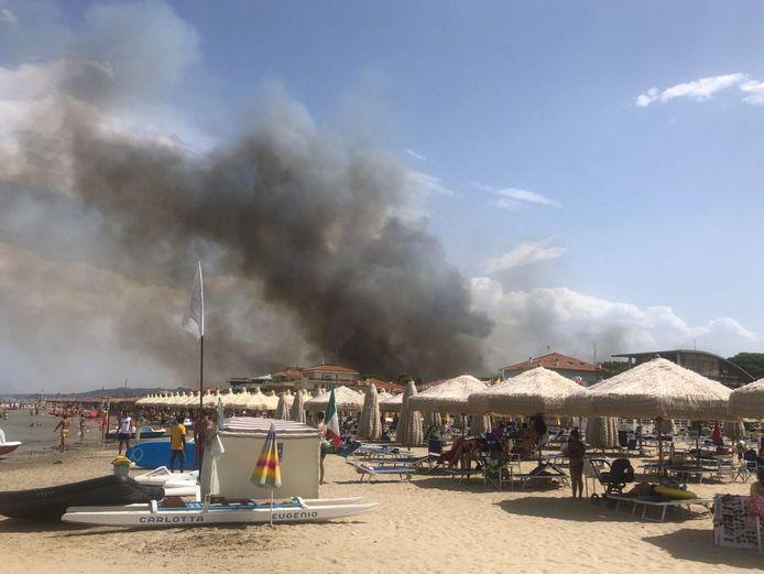 Beachgoers in Pescara watch the smoke rise from the Dannunziana reserve.