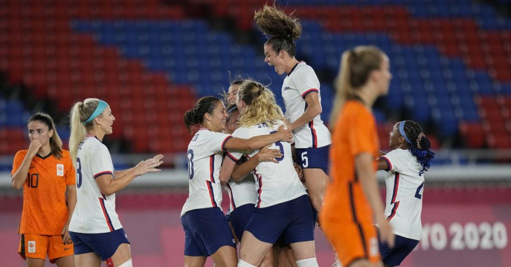 Footballers bow after USA penalty shoot-out