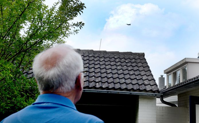 The inhabitants of Leeuwarden and Volkel in Brabant are more used to fighter planes, which sometimes fly at low altitude.