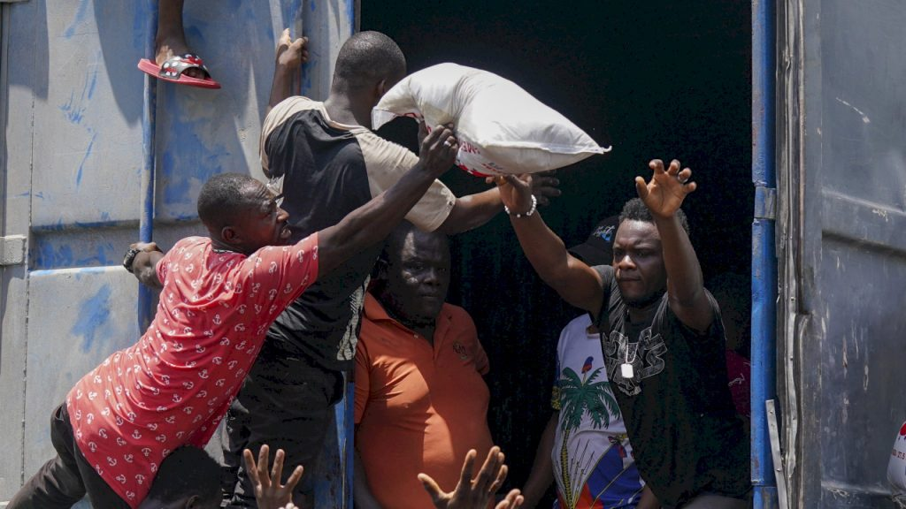 Desperate Haitians steal food and tents from humanitarian convoy