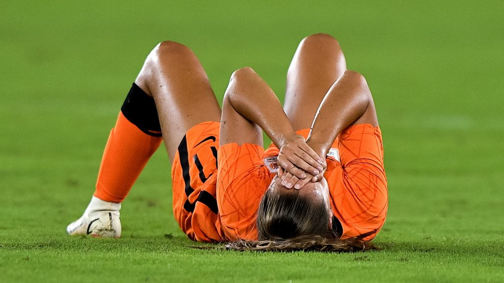 Dutch soccer players lose wear after US penalties