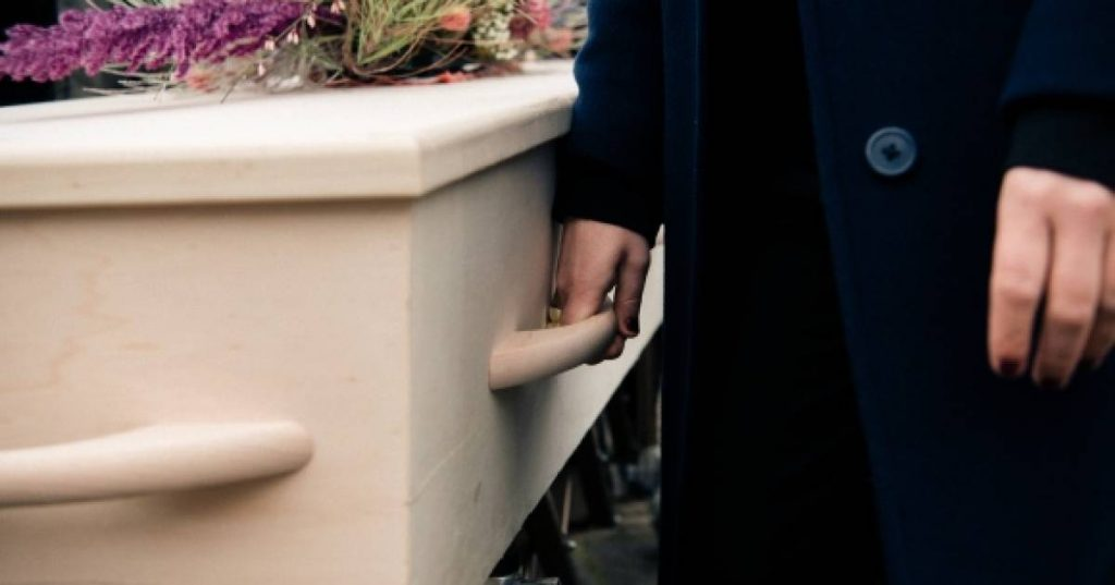'Girlfriend' Cheats on Family at French Funeral and Steals Jewelery from Open Coffin    Abroad