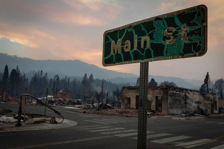 Landmark California fire burns nearly 200,000 acres