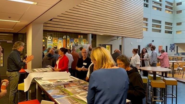 De bewonersavond over het Ridderveld werd goed bezocht (Rechten: RTV Drenthe / Rien Kort)