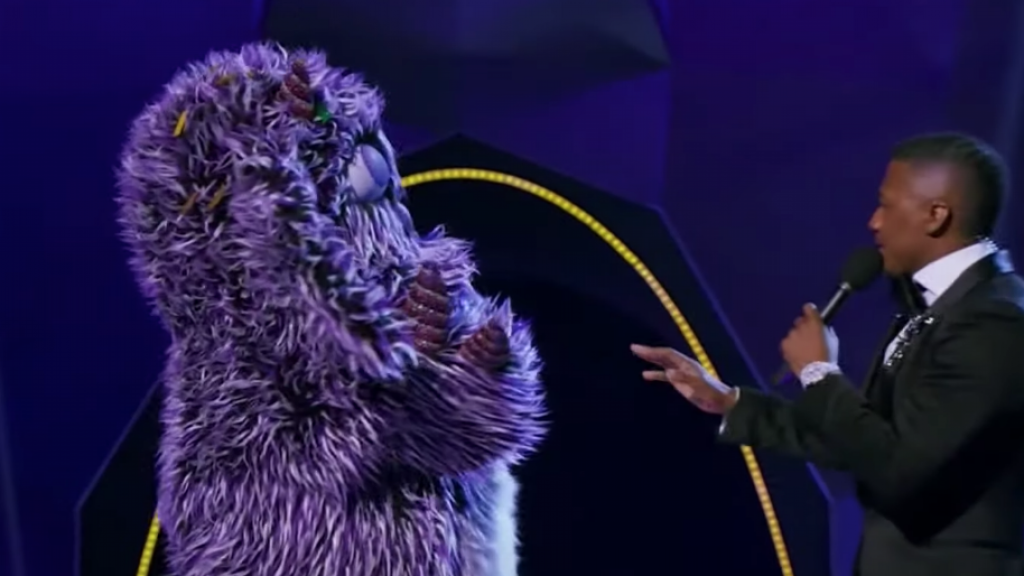 Masked Singer contestant decides to take off his mask during the show