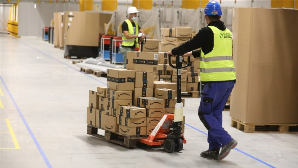 Plan Amazon to clear some unsold and returned items