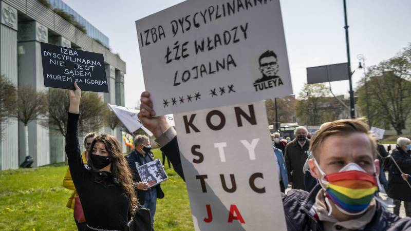 Polish chief judge suspends work of controversial disciplinary chamber at EU request