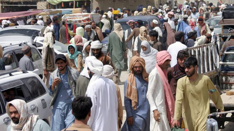 """""""The number of Afghans fleeing by land to Pakistan is increasing"""""""
