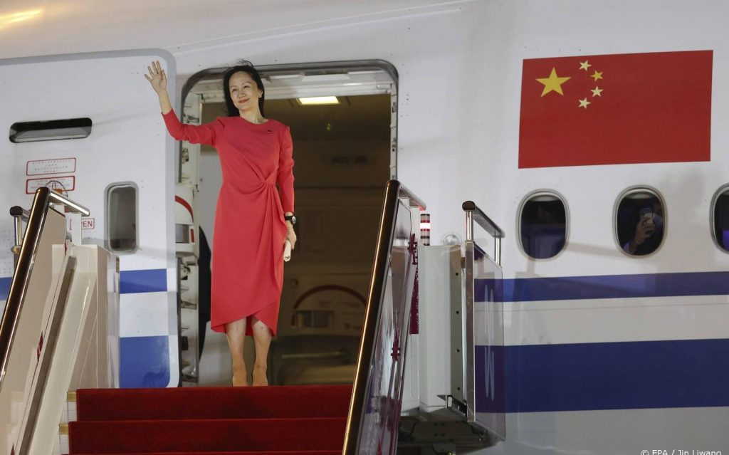 Huawei's leading lady is welcomed as a hero in China