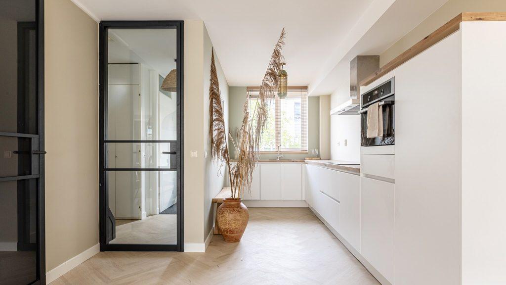 4 advantages of a steel door in your interior