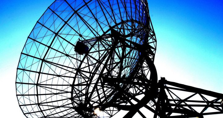 Drenthe radio telescopes as stopping places for Cosmic Comedy