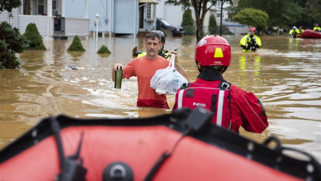 Hundreds of thousands of American homes with no power after Storm Henri