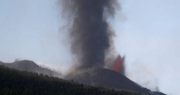 La Palma volcanic eruption worsens: airport is closed