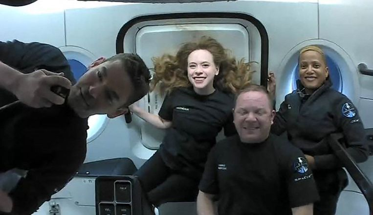 'Netflix' crew return safely to Earth
