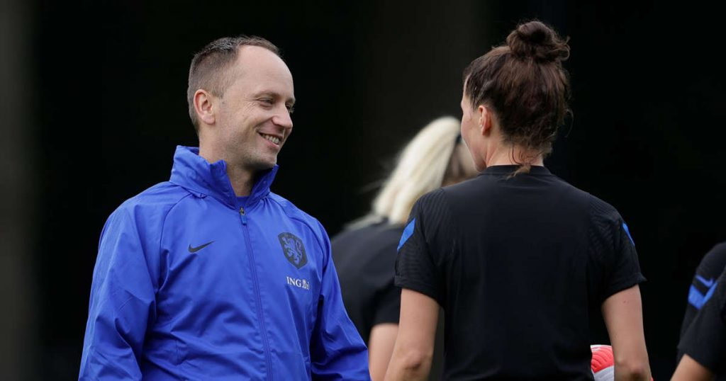Orange women complete first training under Parsons without Miedema