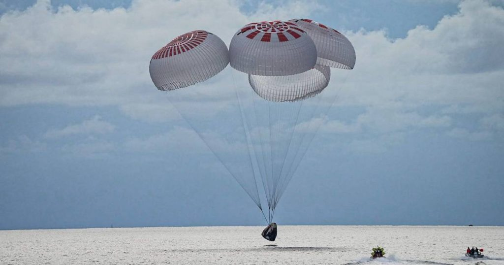 """The first SpaceX capsule with only """"space tourists"""" returned safe and sound 