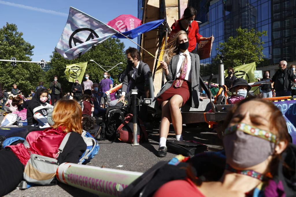 Destructive rebel campaigns for fair energy bills in The Hague