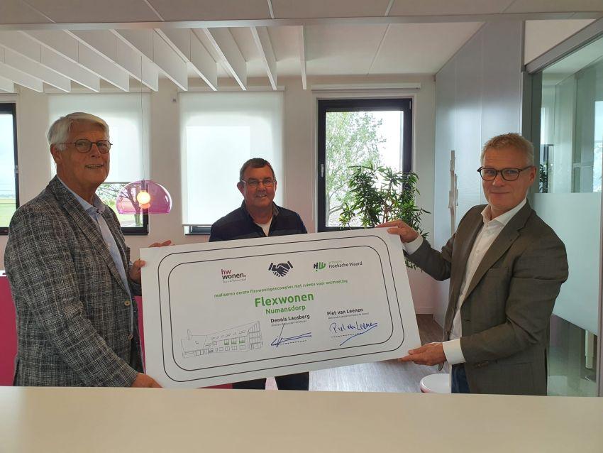 Piet van Leenen Jan Reedijk Dorpshuisgroep en Dennis Lausberg HW Wonen - Regio Online