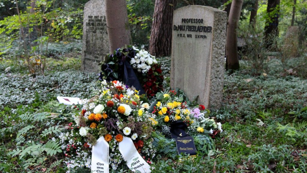 German neo-Nazi buried in grave of Jewish music scholar: 'Terrible mistake'