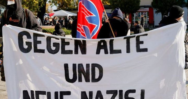 German police prevent armed militias from chasing immigrants across Polish border