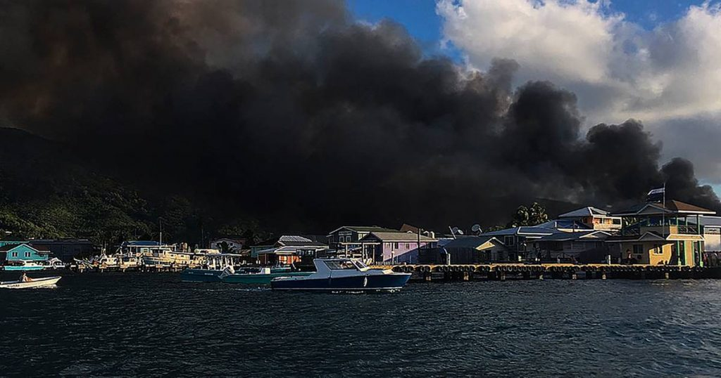 Major fire on paradise island: residents flee with boats to escape the fire    Abroad