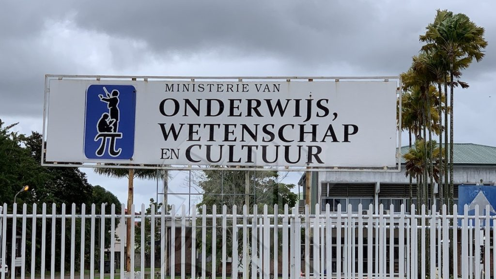 Ministry of Education, Science and Culture earns money from school rental - Dagblad Suriname